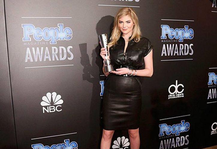 Kate Upton asistió a la premiación y agradeció el galardón otorgado por la revista People. (Reuters)