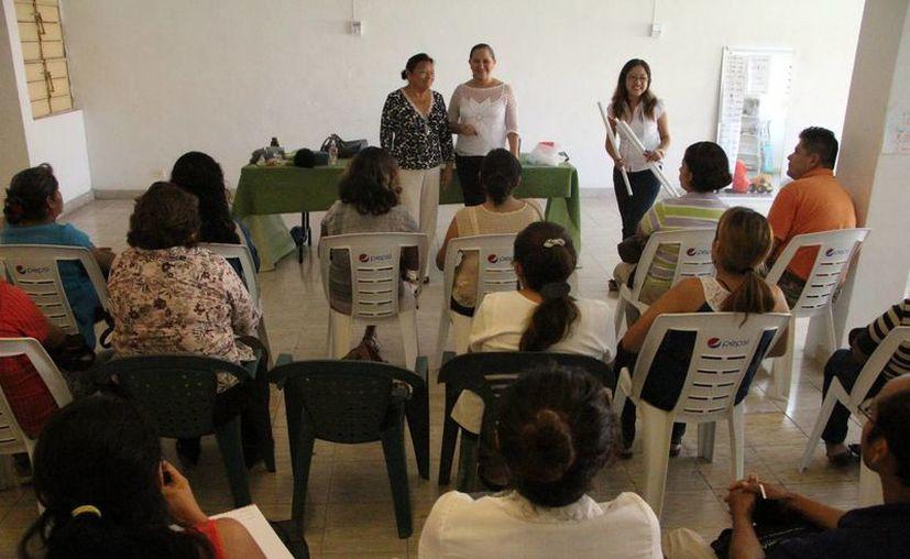 Imagen de una Asociación civil que  enseña a padres cómo sobrellevar el autismo de sus hijos. (Milenio Novedades)