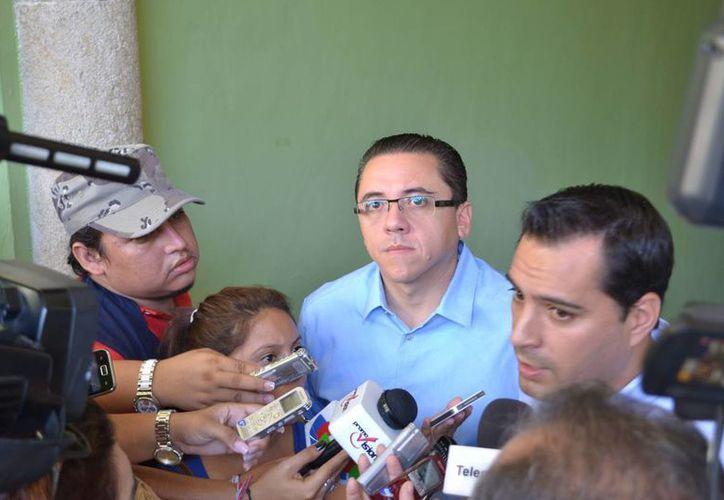 Los diputados Víctor Hugo Lozano y Mauricio Vila estuvieron dando seguimiento al tema del transporte. (SIPSE)