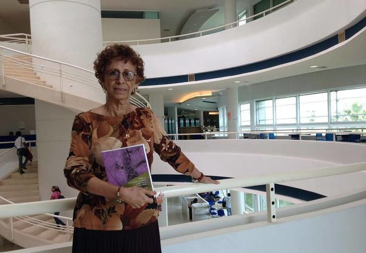 La historiadora Teresa Ramayo Lanz preparó su obra 'Política, economía chiclera y territorio; Quintana Roo 1917-1940', en ocho años. (Milenio Novedades)