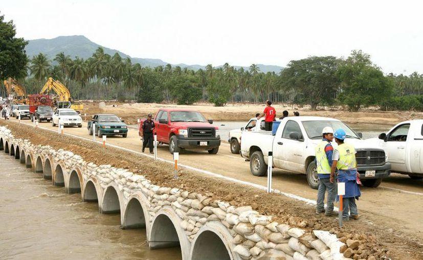De acuerdo con la SCT, en un plazo de 50 días estaría restablecida totalmente la conectividad vial en Guerrero. (Archivo Notimex)