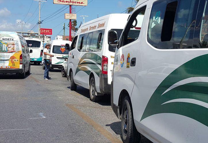 La urvans de TTE han provocado conflictos en Cancún. (Jesús Tijerina/SIPSE)