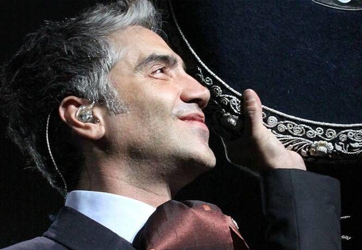 """Los críticos han elogiado tanto la voz como la producción  de tour """"Confidencias"""" de Alejandro Fernández  (Foto: Excelsior)"""