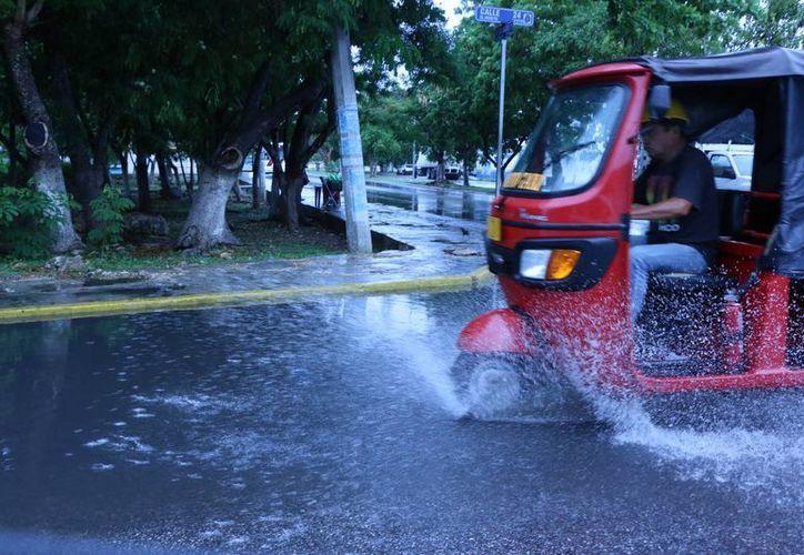 La Conagua pronostica lluvias ligeras sobre todo vespertinas para este domingo en Yucatán. La temperatura máxima registrada este sábado fue de 29.9 grados y la mínima alcanzó 22.7 grados. (José Acosta/Milenio Novedades)