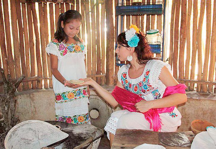 18 personas de Huay Max, Sacalaca y Tihosuco reciben capacitación por universitarios.  (Foto: Tony Blanco / SIPSE)