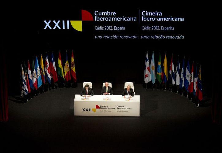 Al participar en la primera sesión plenaria de la XXII Cumbre Iberoamericana de Jefes de Estado y de Gobierno, Calderón Hinojosa habló de diversos temas relacionados con la seguridad. (Notimex)