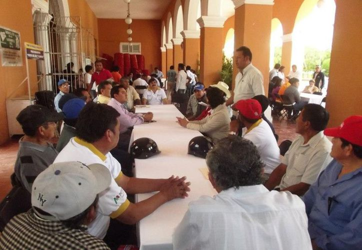 De acuerdo con el alcalde Julián Pech, a la convocatoria de la consulta respondieron representantes y líderes motuleños. (Cortesía)