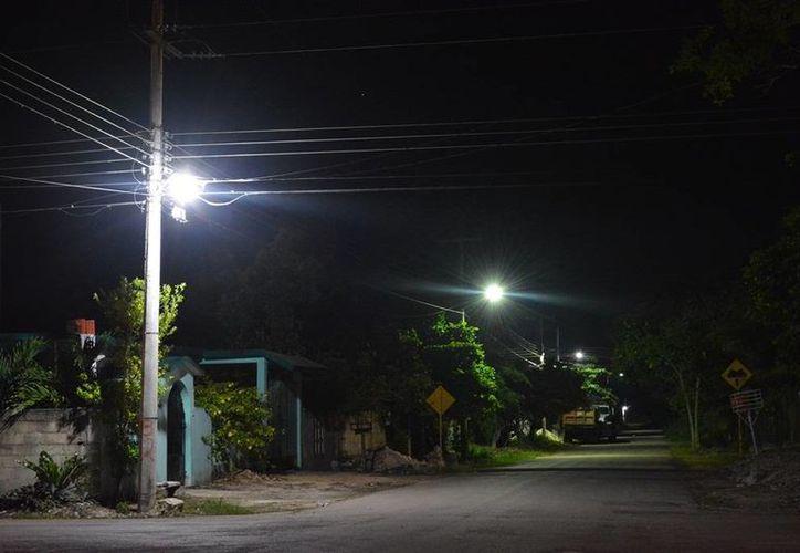 Un total de dos mil 500 lámparas ha proyectado colocar el Ayuntamiento de Felipe Carrillo Puerto en la ciudad y la zona rural. (Manuel Salazar/SIPSE)