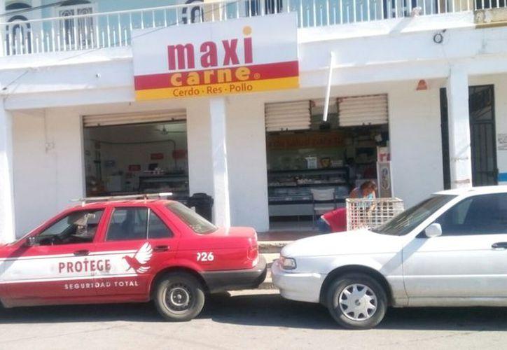 """La cadena de """"Maxi Carne"""" ha sido una de las afectadas por la delincuencia. (Eric Galindo/SIPSE)"""