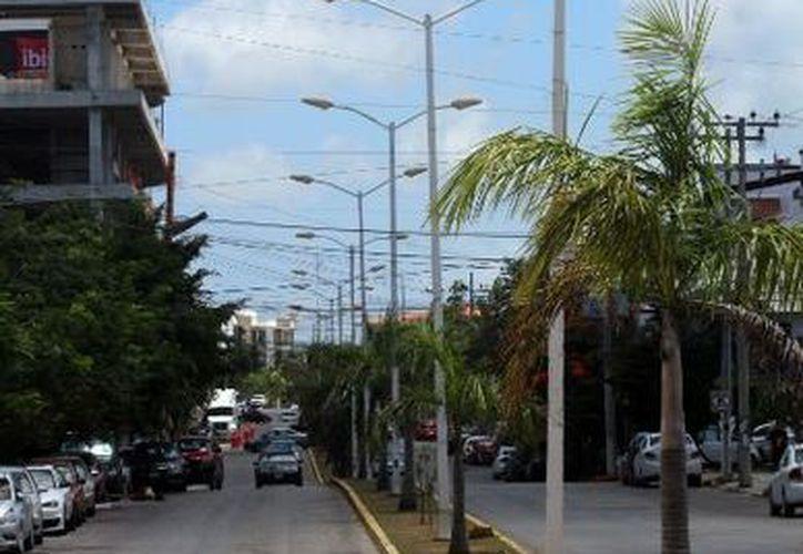 El alumbrado público de Cancún estará compuesto con lámparas LED, que representará ahorro de energía. (Paola Chiomante /SIPSE)