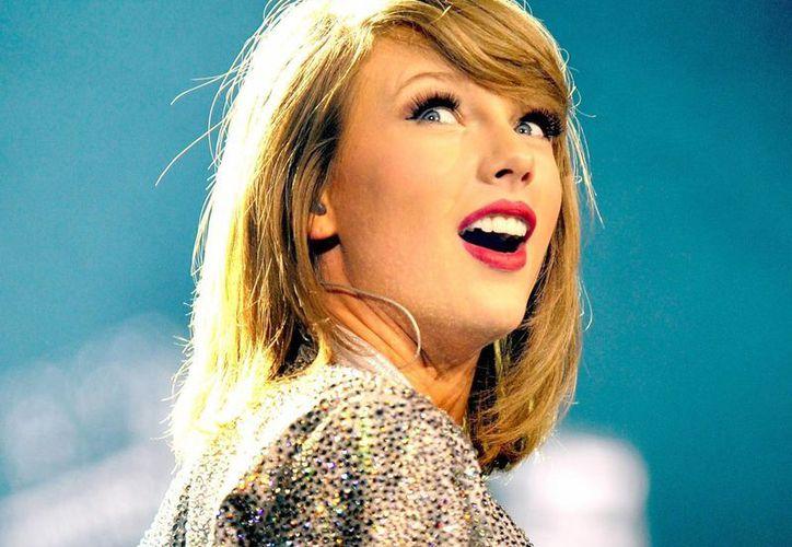 La cantante Taylor Swift dijo estar de acuerdo con la política anti inmigrante del precandidato presidencial Donald Trump. (businessinsider.com)