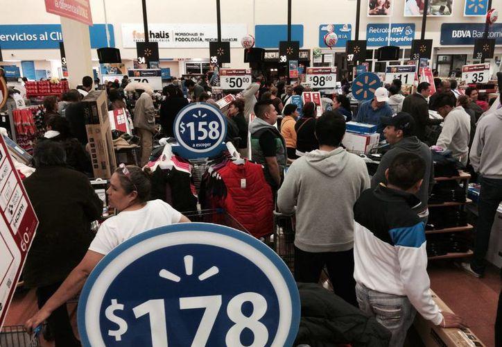 Miles de clientes abarrotaron los comercios durante la primera jornada de El Buen Fin. (Archivo/Notimex)