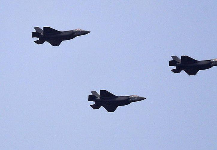 Tres cazas furtivos F-35, naves de combate de quinta generación, fueron presentadas ayer en Israel. (Actualidad.rt.com)