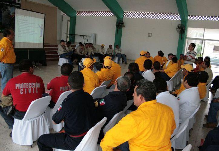 En el Centro Vacacional de la CTM en Progreso se desarrolla el XXXV Curso Internacional contra Incendios Forestales, que concluye el próximo 30 de noviembre. (Manuel Pool/SIPSE)