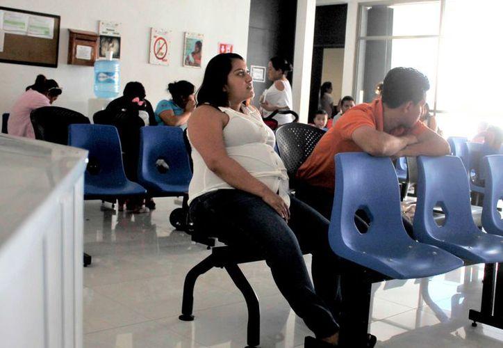 Las autoridades de Salud consideran el embarazo entre las adolescentes de alto riesgo, debido a las repercusiones que tiene en el estado de salud de la madre y el bebé.