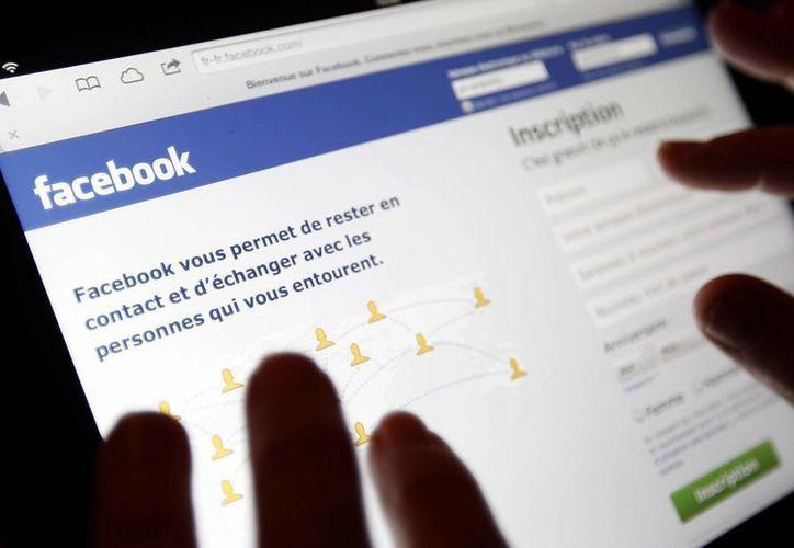 La información que publicas en Facebook puede ser utilizada por delincuentes. (designntrend.com)