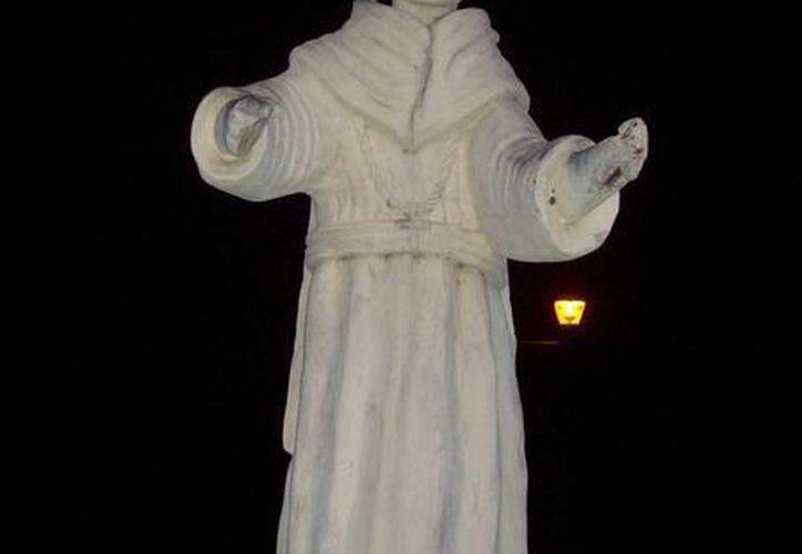 """""""Las estatuas vivientes"""" de Valladolid, de noche lucen un aspecto macabro. (Jorge Moreno/SIPSE)"""