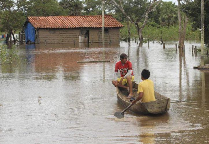 Casi 10 mil personas tuvieron que abandonar sus casas en los últimos días a causa de las fuertes lluvias. (Archivo/Agencias)