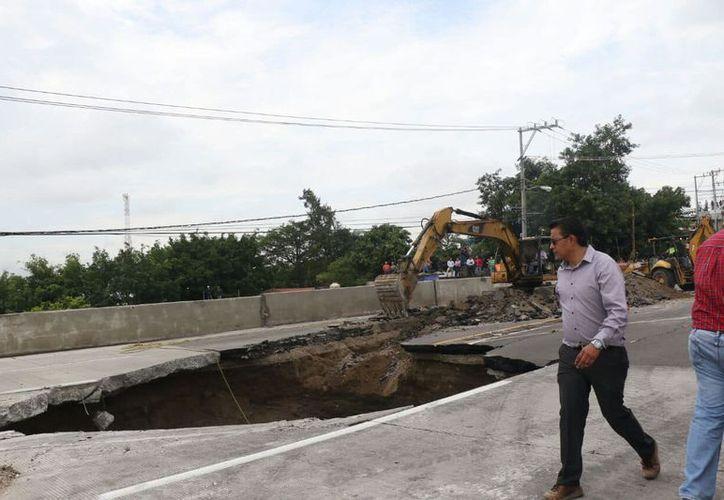 Problemas como 'el socavón' se debe a la corrupción y robo de fondos en las obras públicas de México. (Foto: Animal Político).