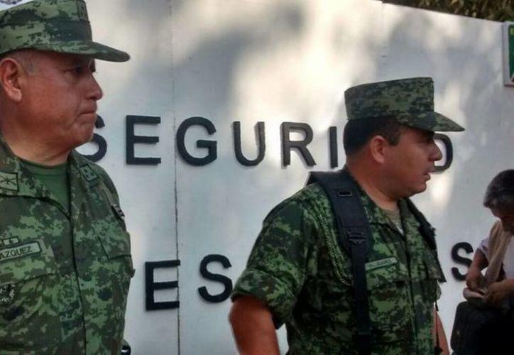 Elementos del Ejército participan en un operativo para ubicar el paradero de 17 personas desaparecidas el sábado pasado en Guerrero.  (Archivo/Notimex)