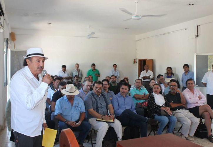 La reunión fue en la sala de juntas del Ayuntamiento. (Raúl Balam/SIPSE)