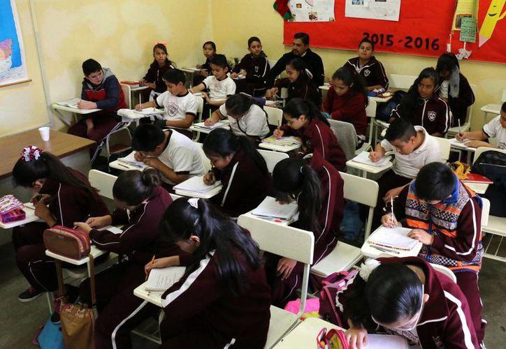 Un millón 842 mil alumnos de educación básica de la Ciudad de México suspendieron actividades este jueves como medida de prevención ante las adversas condiciones climatológicas. Imagen de contexto. (Archivo/Notimex)