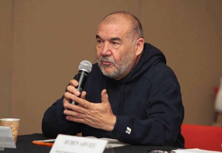 Un pescador veracruzano, Juventino Salazar, participó en la conferencia sobre la destrucción de los arrecifes del estado. (Notimex)