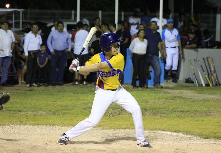 La visita de los peloteros colombianos se presentan en el marco de la reinauguración de recinto deportivo de Calderitas, en el diamante del 'Pascual Cruz Burgos'. (Miguel Maldonado/SIPSE)