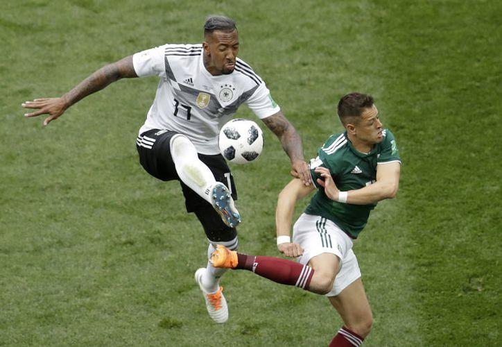 La buena vibra de 'Chicharito' Hernández se trasladó a la realidad en el Mundial ante la campeona Alemania (AP)