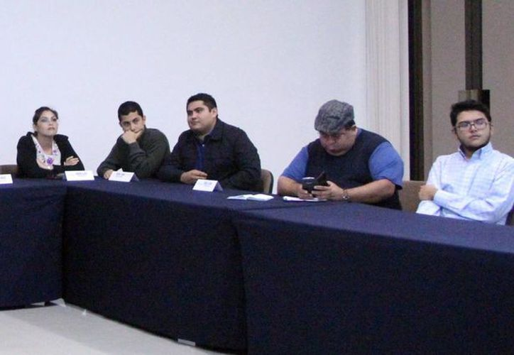 Imagen de la conferencia de prensa donde expertos afirmaron que la contaminación en los mantos freáticos en Yucatán es un tema alarmante por el tipo de suelo donde todo se filtra. (Milenio Novedades)