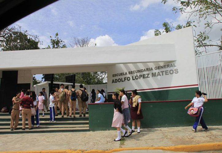 """La escuela secundaria """"Adolfo López Mateos"""", se une a la lucha contra el bullying. (Benjamín Pat/SIPSE)"""