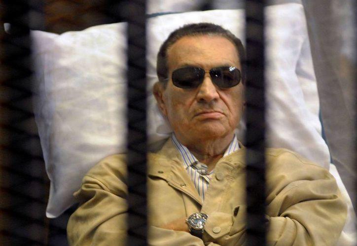Mubarak encara nuevo juicio por su papel en la matanza de cientos de manifestantes durante el levantamiento contra su gobierno. (sourcefed.com)
