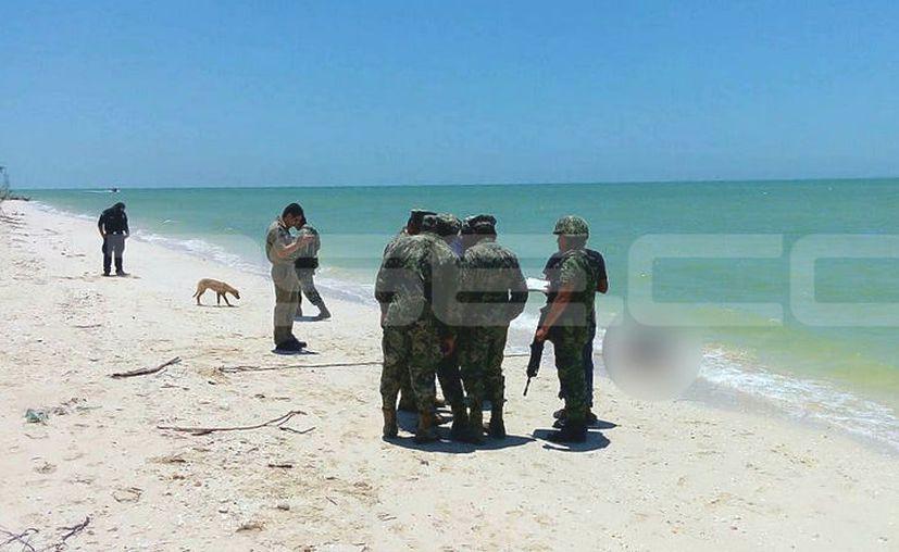 El cadáver de un ladrón originario de Celestún terminó en la playa, luego de que pescadores campechanos presuntamente lo asesinaran cuando fue sorprendido robando. (Milenio Novedades)