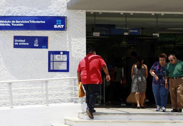 El SAT alista una serie de auditorías  a empresas. Imagen de la entrada a las oficinas del Servicio de Administración Tributaria en Mérida. (Milenio Novedades)