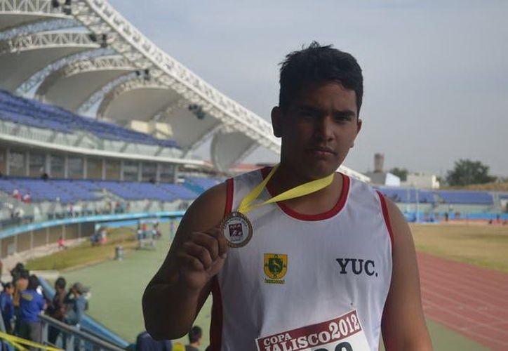 Andrés Zapata González se prepara para la Olimpiada Nacional. (SIPSE)