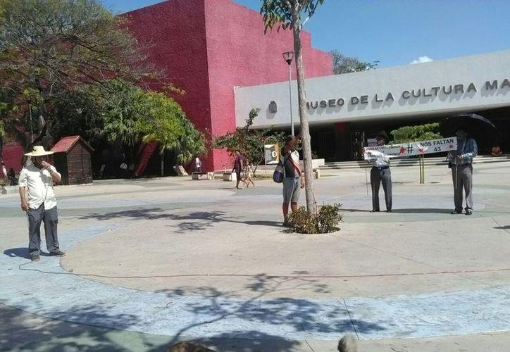 Cuatro personas con Carlos Herrera Sánchez, del Movimiento Popular al frente, se plantaron ayer.