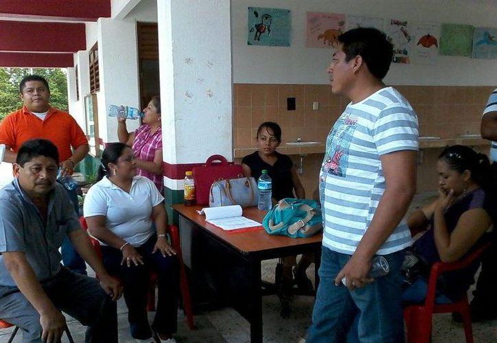 El grupo de 28 profesores inconformes anunció la posible toma de las instalaciones del plantel. (Manuel Salazar/SIPSE)
