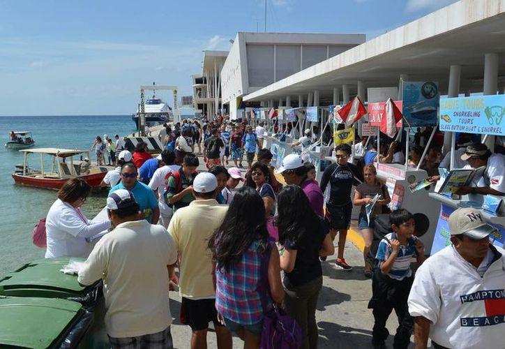 En diciembre incrementa el número de personas que cruzan a Cozumel. (Gustavo Villegas/SIPSE)