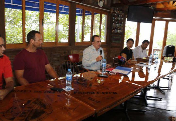 El nuevo representante de la Canirac, durante una conferencia. (Sergio Orozco/SIPSE)
