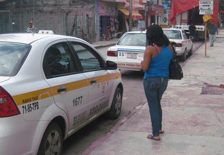 Viajar en taxi va a ser 10 por ciento más caro para los bacalarenses.  (Javier Ortiz/SIPSE)