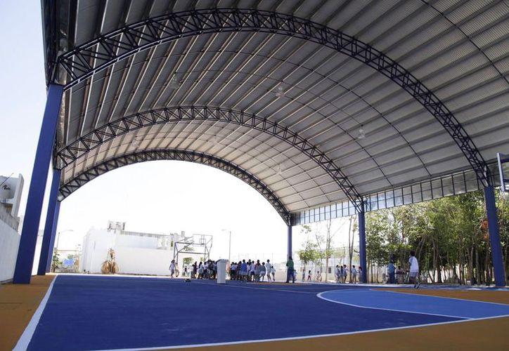 Entregan un nuevo domo en beneficio de más de 800 estudiantes. (Redacción/SIPSE)
