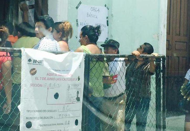 De acuerdo con el PAN, hasta antes de los incidentes la votación era copiosa en Temax. (Twitter/@RodolfoGlezC)