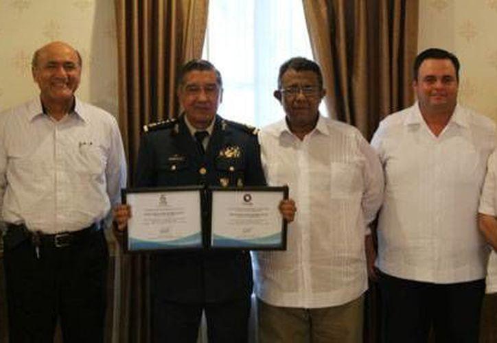 El Consejo Coordinador Empresarial despidió al comandante de la X Región Militar, General de División Jesús Javier Castillo Cabrera. (SIPSE)