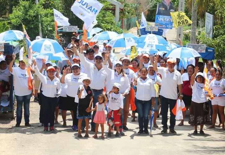 La candidata realiza actividades proselitistas en Lázaro Cárdenas. (Cortesía)