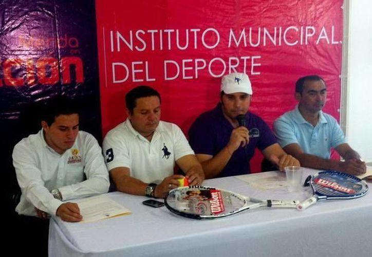 """""""Tenis para Todos"""" fue presentado en el Centro BIC Telcel por Jesús Aguilar Aguilar y Jorge Acosta. (SIPSE)"""