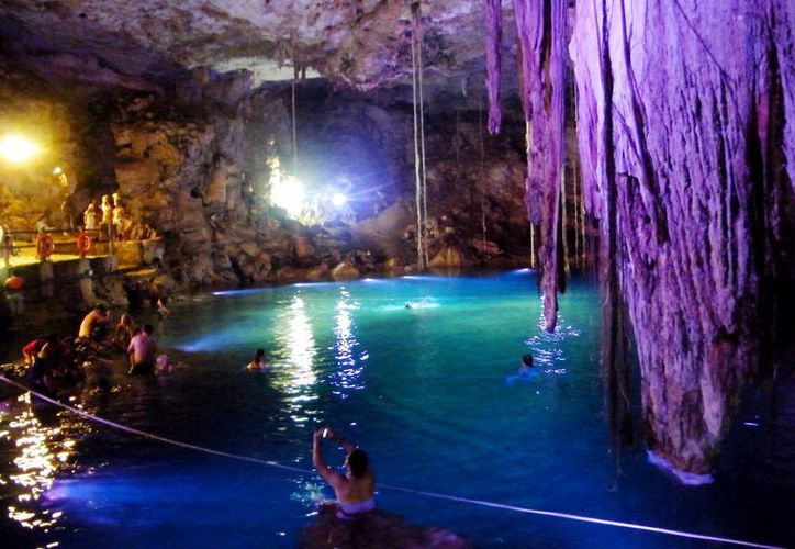 Entre los sitios para visitar en Yucatán se encuentran los cenotes que existen en el Estado.