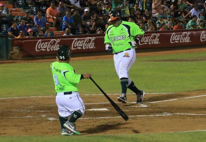 Los Leones de Yucatán en uno de sus ataques para remontar la pizarra adversa. (Mauricio Palos/SIPSE)