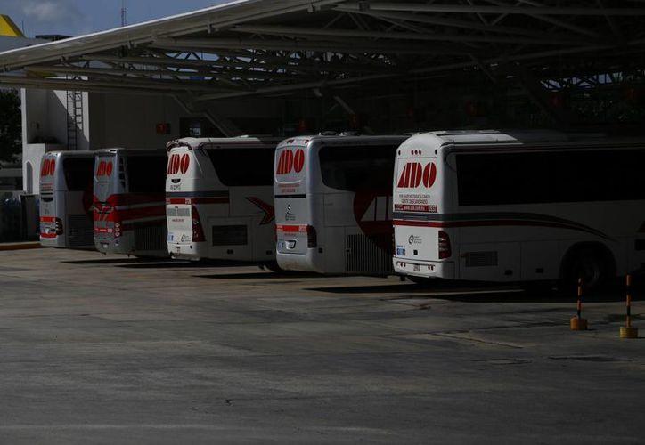 El número de salidas diarias que tendrá la terminal camionera serán de 360 durante la temporada vacacional. (Israel Leal/SIPSE)