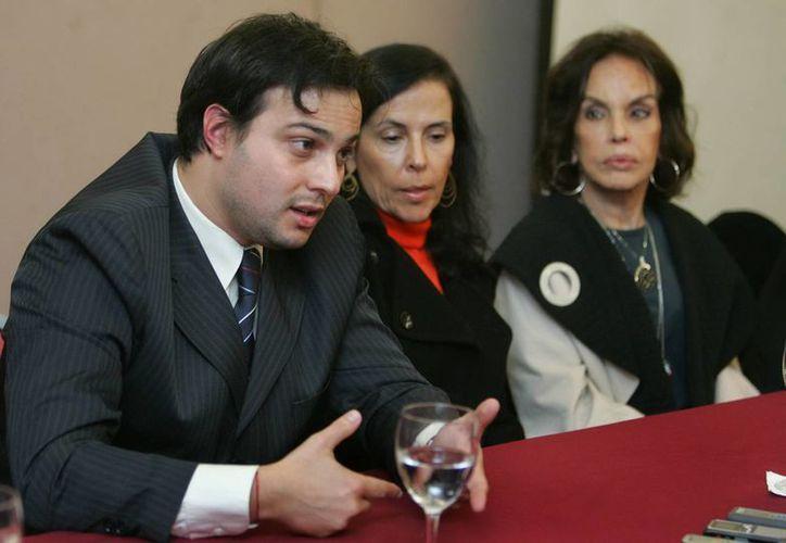 Christopher, nieto del expresidente, junto a su madre Denise y su abuela María Thereza Goulart. (Archivo/EFE)