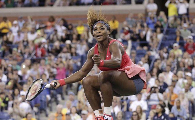 Serena Williams celebra su victoria sobre la bielorrusa Victoria Azarenka. (Agencias)